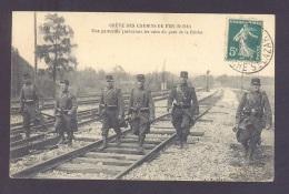 NORD 59 GREVE DES CHEMINS DE FER DU NORD Une Patrouille Parcourant Les Voies Du Pont De La Briche - Autres Communes