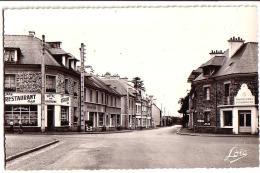 BRUZ: Côté Ouest De La Place - France