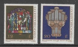 PAIRE NEUVE DU LUXEMBOURG - MILLENAIRE EGLISE ST-MICHEL : VITRAIL ET JEU D´ORGUES N° Y&T 1126/1127 - Verres & Vitraux