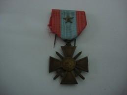 Médaille Croix De Guerre T.O.E Avec étoile D'argent - Médailles & Décorations