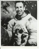 JAMES LOWELL  --  ASTRONAUT, SPACE FLIGHT TO MOON, APOLLO 13  --    PHOTO   25,5 Cm X 20,5 Cm - Aviation