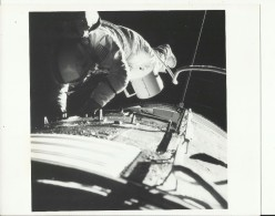 RONALD EWANS  --  FILM RETRIEVAL  --   ASTRONAUT, SPACE FLIGHT TO MOON, APOLLO 17  --    PHOTO   25,2 Cm X 20,3 Cm - Aviation