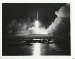 APOLLO 17  --  A SHOT IN THE DARK -   ASTRONAUT, SPACE FLIGHT TO MOON  -- PHOTO   25,2 Cm X 20,3 Cm - Aviation