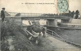 N-16 026 : SAINT QUENTIN - MOULIN BRULE   LE CANAL  PENICHE CHEVAUX CHEVAL HALAGE - Saint Quentin