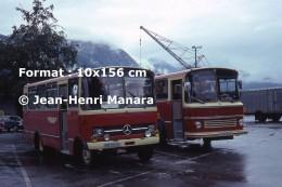 Reproduction D'une Photographie De Deux Ancien Bus Mercedes Et Volvo à Andalsnes En Norvège En 1977 - Reproductions