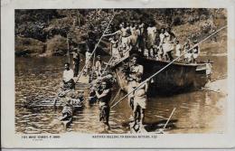 CPA Ancienne Océanie FIDJI Ethnic Type Circulé Métier Transport Des Bananes - Fidji