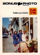 Bonus Photo Originale Epicerie De Quartier Avec Vendeuses Et étale Devant Une Citroën DS - Mai 1973 - Rennes - Orte