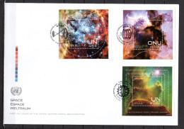 """ONU 2013 (Les 3 Centres) : Belle Env. 1er Jour FDC Jumbo (26 Cm X 18 Cm) """" ESPACE / ETOILES """". Avec 3 BF. Parfait état. - Raumfahrt"""