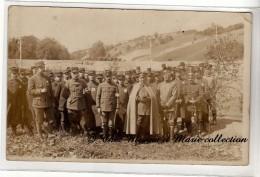 WWI - OHRDRUF - PRISONNIERS REGIMENTS 10 11 24 33 45 ET COLONIALE - PRETRE ALLEMAND AVEC BIBLE - CARTE PHOTO MILITAIRE - Guerre 1914-18
