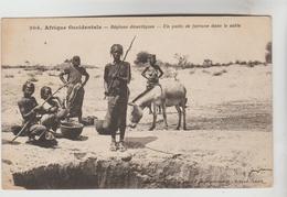 CPSM BURKINA FASSO ETHNOLOGIE AFRIQUE OCCIDENTALE - Régions Désertiques : Un Puits De Fortune Dans Le Sable - Burkina Faso