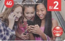 TARJETA DE PANAMA DE CLARO DE B/2 DE UNAS NIÑAS CON MOVIL - Panamá