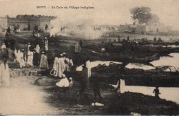 MALI  MOPTI  Un Coin Du Village Indigène - Mali