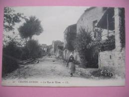"""CPA Chatel-Guyon    - """"  La Rue De Riom  """" - Châtel-Guyon"""