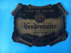 1699 - Suisse Valais Pinot Noir Vendémiaire Robert Gilliard - Etiquettes