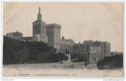 France - Avignon - La Cathedrale Et Le Palais Des Papes - Avignon