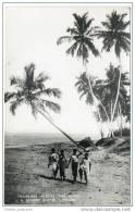 Ceylon (Sri Lanka) - Tramping Across The Sands - A Seaside Scene - Beach - Sri Lanka (Ceylon)