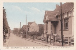 CARTE POSTALE   CHAPONVAL  95   La Nouvelle école Prise De La Rue De Pontoise - France