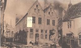 """YPRES  """"Belgique""""  Ruines  Le Musée Le 22 Novembre 1914 Au Fond Enseigne Café Des Halles - Unclassified"""