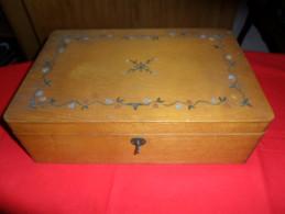 ANCIEN COFFRET BOIS TORCK ( SIGNE )  / COUTURE OU AUTRE / DECOR FLEURS - Boîtes/Coffrets