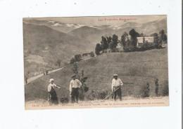 RIEUPREGON PRES MASSAT 1098 VUE SUR LA VALLEE , FOND DU MONTVALLIER . FANEURS DANS LES PATURAGES (HOMMES ET FEMME ) - Autres Communes