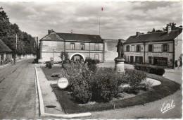 La Place De La Poste - Sorel-Moussel