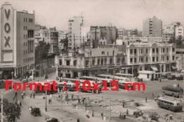 Reproduction Photographie D´une Gare Routière Avec Plusieurs Anciens Bus à Casablanca Au Maroc - Reproductions