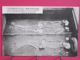 29 - Penmarch - Musée Préhistorique - Grand Squelette De Femme De 2m10 Et Squelette Au Crâne Percé - Scans Recto-verso - Penmarch