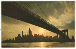 Sunset Showing The Skyline Of New York City Framed By The Brooklyn Bridge - Ponts & Tunnels