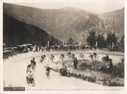 TOUR DE FRANCE DANS LE BALLON D'ALSACE PELOTON A LA POURSUITE CYCLISME CHAMPION CYCLISTE PHOTO PARIS-SOIR PRESSE - Ciclismo