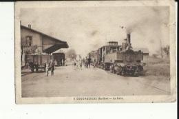 Coudrecieux  72   La Gare -Les Quai Bien Animé Et Train En Partance-legere Fente A Droite - France