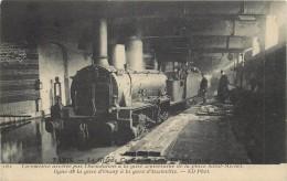 PARIS - Locomotive Arrêtée Par L'inondation à La Gare Souterraine De La Place Saint Michel. - Trains