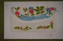 Carte Brodée - Bordure De Papier Gaufré - Corbeille De Fleurs - Brodées