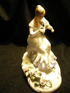 Geigerin Mit Blütendecor    (200) - Ceramics & Pottery