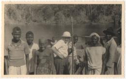 Foto/Carte Photo. Congo. Scène De Village  Avec Colon. - Africa