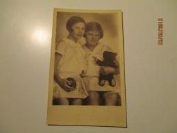 LITTLE GIRLS  WITH TEDDY BEAR   , OLD  POSTCARD ,0 - Portretten