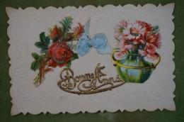 Carte Ornée De Découpis, Fleurs, Ruban De Tissus. Bonne Année - Bordure Gaufrée - Nouvel An