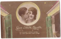 Photo D´un Couple Amoureux En Médaillon . REX 826. Sous La Voûte Céleste - Parejas