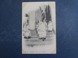 Alger  Rue De La Casbah - Animée : Femmes Voilées - Ed. Vollenweider 32 - Précurseur - Circulée 1902 - L269 - Alger