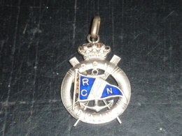 BROCHE INSIGNE AVIRON EN EMAIL ARGENTEE - R.C.N. REGATE DINANT 11 JUILLET 1937 - RARE AVIRON SPORT - Rowing