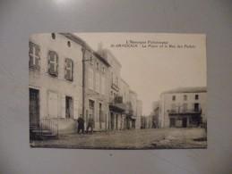 A394. CPA. 63. SAINT SANDOUX. La Place Et La Rue Des Pedats.   Beau Plan Animé.  Non écrite - Altri Comuni
