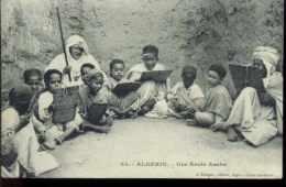 54 - Algerie - Une école Arabe - Scènes & Types