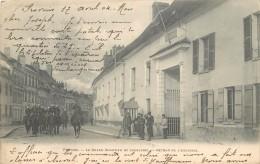 PROVINS - Le Grand Quartier De Cavalerie, Retour De L'exercice. - Casernes