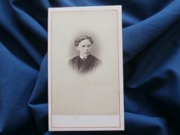 Photo CDV  Bayer à Dôle (Jura) - Portrait Jeune Homme (auguste Dufour), Datée 10 Aout 1868 L271 - Photos