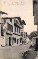 SAINT JEAN DE LUZ - CIBOURE - Maison Basque Dans La Vieille Rue De La Fontaine    (90518) - Saint Jean De Luz