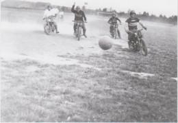 54 - PIENNES / MATCH DE MOTO FOOTBALL - PHOTO 9X9 De 1938 - Other Municipalities