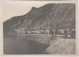 Photo Originale  Beau Format Convoi D'autocars Ligne Barcelonnette Au Lac De La Madeleine - Automobiles