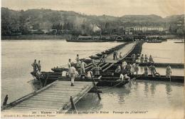 38 VIENNE MANOEUVRES PONTAGE 200 PASSAGE DU GLADIATEUR - Vienne