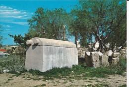 LIBAN--LEBANON---byblos--le Sarcophage Phénicien---voir  2 Scans - Libano