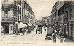 FONTAINEBLEAU -  Rue Grande ...- Attelage - Tramway...Pharmacie ...    (90584) - Fontainebleau