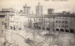 CPA UZES - PLACE DE LA REPUBLIQUE - Uzès